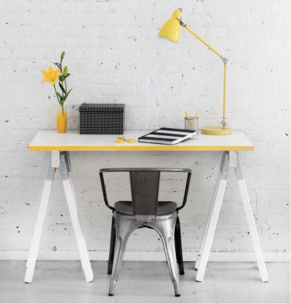 Sawhorse desk DIY