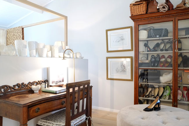 Beautiful vintage style shoe display closet